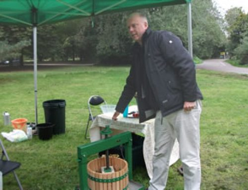 Manning the presses with the Epsom Apples community project – September 2010